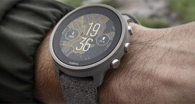 Suunto_7_titanium_watch_on_wrist_grey_n